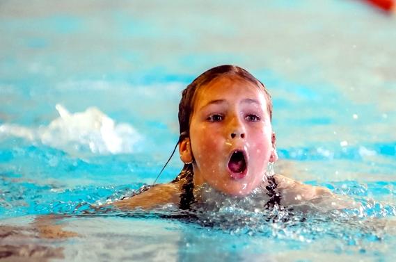 Kinder- und Jugendspiele – Schwimmen –