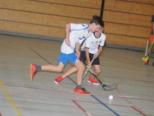 Duell bei den C-Junioren zwischen Tamino Blobel (vorn/Lessing-GTS Salzwedel) und Leon Holtermann (Gymnasium Beetzendorf II). Foto: Florian Schulz