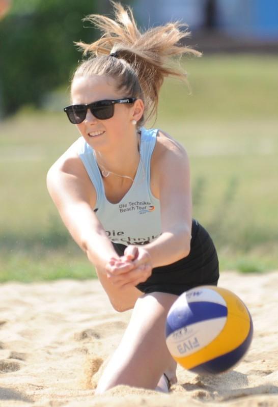 Vollen Einsatz zeigten auch die Mädchen am Sonnabend bei den Kinder- und Jugendspielen im Beachvolleyball.Foto: T. Koepke